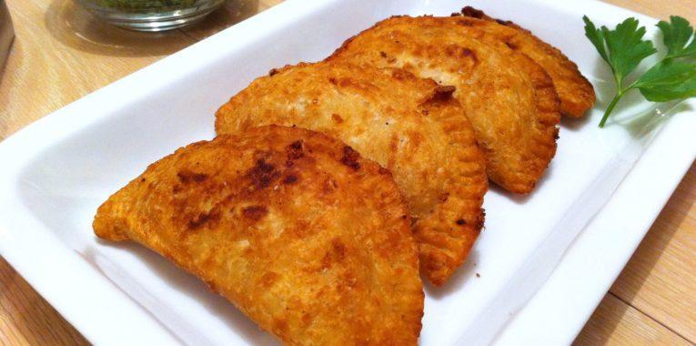 Empanada con Pollo Uruguaya